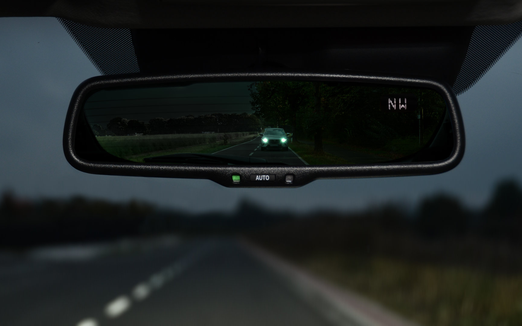 Car Rear View Mirror: Auto-Dimming Rearview Mirror